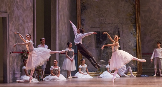 April-Daly-Yoshihisa-Arai-Amanda-Assucena-and-the-Joffrey-Ballet-in-Christopher-Wheeldons-SWAN-LAKE-Photo-by-Cheryl-Mann.